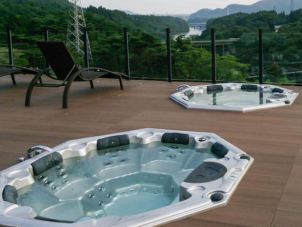 屋上温泉プール